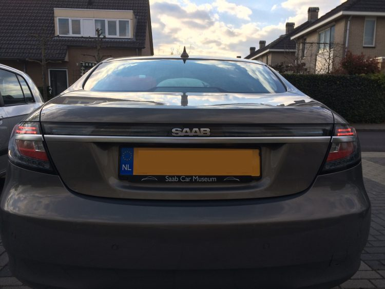 SAAB 9-5ng with dimmed lightbar.